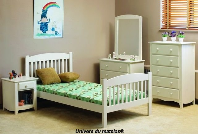 lit simple en bois blanc chateau heather 86 chambre enfant univers du matelas. Black Bedroom Furniture Sets. Home Design Ideas